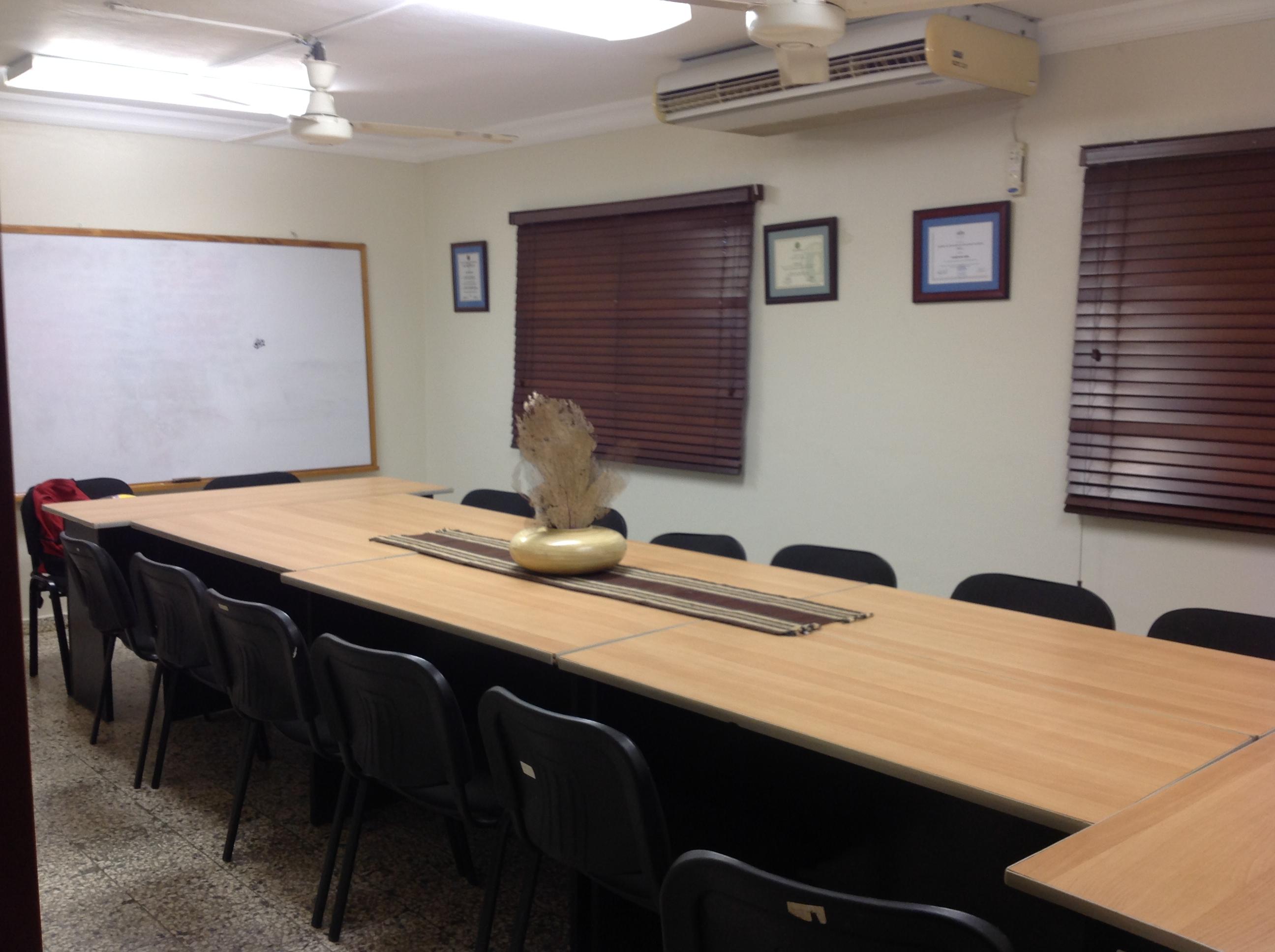 Alquiler sal n de reuniones y oficinas ideac for Aire acondicionado oficina